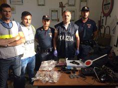 Napoli, controllato un isolato al Rione Traiano: trovate armi e cocaina