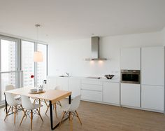 bulthaup b1 installation with a view in Rotterdam, the Netherlands. For more information about bulthaup b1 please visit www.bulthaup.com. #bulthaup #kitchens #modernkitchens