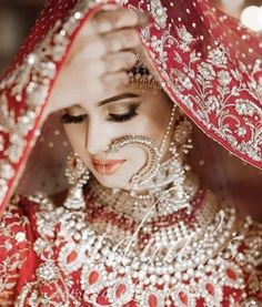 We are presenting for you various types of wedding veil styles (Ghunghat Styles) that you can don the day of your wedding. Bridal Dupatta, Pakistani Bridal Wear, Indian Bridal Fashion, Pakistani Wedding Dresses, Bridal Dresses, Punjabi Wedding, Indian Dresses, Indian Outfits, Bridal Poses