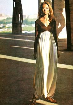 Harem-inspired pants with a V top and glitter at the waist, Emilio Pucci, photo Richard Dormer. Vogue Pattern Book April-May 1969 Yumi Katsura Wedding Dresses, Moda Retro, Vintage Outfits, Vintage Fashion, Sixties Fashion, Vogue Patterns, Estilo Retro, Mode Vintage, Italian Fashion