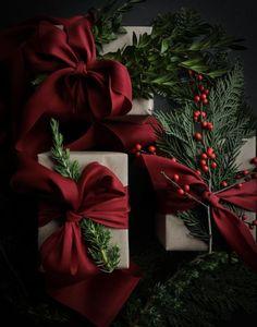 Christmas Mood, Noel Christmas, Christmas Crafts, Christmas Decorations, Christmas Wreaths, Minimal Christmas, Simple Christmas, Christmas Gift Wrapping, Holiday Gifts