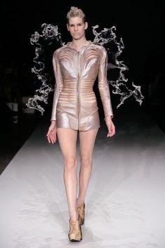 Cette remarquable styliste matérialise ses fantasmes de haute couture grâce à l'impression 3D