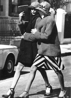 voguelovesme: Girl talk, Vogue UK September 1971, ph. by Arthur Elgort