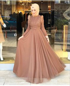 The 20 most beautiful hijab evening dresses you can wear for Winter Weddings Muslim Fashion, Modest Fashion, Hijab Fashion, Fashion Dresses, Hijab Evening Dress, Hijab Dress Party, Evening Dresses For Weddings, Prom Dresses, Formal Dresses