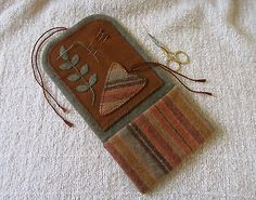 Primitive-Wool-Needlebook-Hussif-Needle-Minder-Embroidery-Scissor-Pocket-Pinkeep