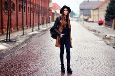 Stradivarius coat   Colorshake blouse    Vintage backpack   Zara hat   Vagabond shoes