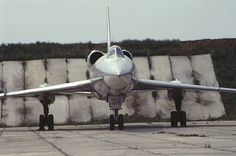 Tupolev 'Blinder' picture gallery with photos of prototype, operational and museum aircraft. Military Jets, Military Aircraft, Baroque, Russian Bombers, Aircraft Parts, Russian Air Force, Airplane Design, Space Crafts, Fighter Jets