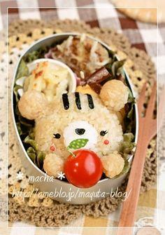 Cute bear rice ball in Aluminium bento box. $machaのキャラ弁日記