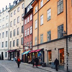"""191 Me gusta, 2 comentarios - Visit Stockholm (@visitstockholm) en Instagram: """"Stockholm's old town, Gamla Stan, is home to the Royal Palace, the Parliament House, 16 palaces, 6…"""""""
