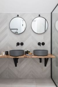 Beautiful master bathroom decor tips. Modern Farmhouse, Rustic Modern, Classic, light and airy bathroom design some suggestions. Bathroom makeover a couple of tips and master bathroom remodel recommendations. Bathroom Goals, Bathroom Layout, Modern Bathroom Design, Bathroom Interior Design, Small Bathroom, Bathroom Ideas, Bathroom Organization, Master Bathrooms, Bathroom Storage