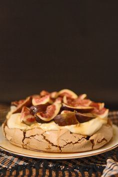 www.trotski-ash.com 2010 03 recipes brown-sugar-pavlova-with-dark-rum-syrup-and-fresh-figs