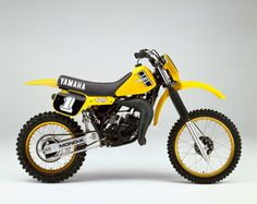 This week's selection from Greg Primm's Classic Steel is Yamaha's first liquid-cooled motocrosser, the 1982 By: Tony Blazier The 1982 was a radical departure from all of Ya Motocross Racer, Motocross Bikes, Vintage Motocross, Yamaha Yz 125, Dirt Bike Parts, Motorcycle Types, Motor Scooters, Dirtbikes, Mini Bike