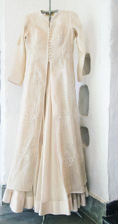 Kurti Designs Party Wear, Kurta Designs, Indian Party Wear, Indian Wear, Indian Dresses, Indian Outfits, Anarkali, Lehenga, Velvet Dress Designs