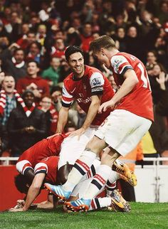 Team Celebrate Cazorla's Goal vs Liverpool 2013-2014.