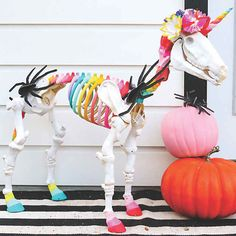 19 Fun Flower Ball Decoration Ideas to Add Class and Color to Your Home - The Trending House Halloween Skeleton Decorations, Halloween Home Decor, Halloween Skeletons, Halloween House, Spooky Halloween, Happy Halloween, Outdoor Halloween, Halloween Crafts, Diy Halloween Garland