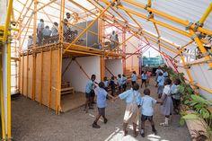 Vista del interior. Kibera Hamlets School por SelgasCano. Fotografía © Iwan Baan