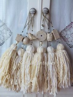 Bruns More - home/decor Diy Tassel, Tassel Jewelry, Tassels, Hobbies And Crafts, Diy And Crafts, Arts And Crafts, String Crafts, Yarn Crafts, Diy Projects To Try