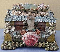 Seashell box is so pretty! Seashell Art, Seashell Crafts, Beach Crafts, Shells And Sand, Sea Shells, Shell Beach, Beach Art, Seaside Beach, Decoration