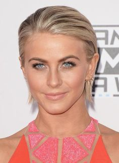 Celebrity Short Hairstyles: Short Hair Cut Ideas for 2018 Julianne Hough Short Straight Hair Style - 2015 Summer Haircuts for Women Short HairJulianne Hough Short Straight Hair Style - 2015 Summer Haircuts for Women Short Hair Celebrity Short Haircuts, Short Hairstyles 2015, Straight Hairstyles, Highlighted Hairstyles, Haircut Short, Summer Haircuts, Summer Hairstyles, Cool Hairstyles, Wedding Hairstyles