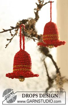 "Campana de Navidad DROPS en ganchillo en ""Cotton Viscose"" y ""Glitter"". ~ DROPS Design"