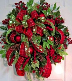Christmas wreath ToniKami Ðℯck Ʈհe HÅĿĿs  DYI crafts Christmas decorations Red & green