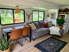 A Couple Renovated This Camper RV - My Ideas & Suggestions Rv Living, Tiny Living, Living Spaces, Mobile Living, Rv Interior, Trailer Interior, Camper Renovation, Camper Remodeling, Trailer Remodel