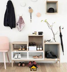 Você não quer a sujeira da rua dentro da sua casa, não é mesmo? Então tire os sapatos ao entrar e deixe perto da porta pantufas e chinelos confortáveis e limpinhos.