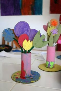Great recycle craft project for Earth Day or Mother's Day! Diy Projects To Try, Projects For Kids, Craft Projects, Recycled Crafts Kids, Crafts For Kids, Timmy Time, Recycling, Cardboard Art, Paper Flowers Diy