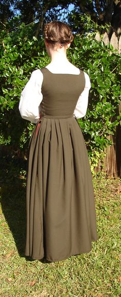 A 16th century kirtle, made from 3 yards of light weight wool in an army green color, but depending on lighting can appear various shades of brown. The bodice and sleeves are lined in fine black li...