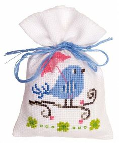 Vervaco-Bag On Aida Counted Cross Stitch Kit. Vervaco creates magnificent designs in classical and modern styles ideal for both beginners and experts alike! Many designs originate from renowned contem Cross Stitch Bird, Cross Stitch Animals, Counted Cross Stitch Kits, Cross Stitch Designs, Cross Stitch Patterns, Dmc Embroidery Floss, Cross Stitch Embroidery, Christmas Embroidery Patterns, Stitch Pictures