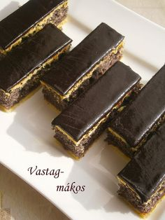 vastag mákos süti My Recipes, Sweet Recipes, Dessert Recipes, Cooking Recipes, Hungarian Desserts, Hungarian Recipes, Desserts To Make, Cookie Desserts, Kolaci I Torte