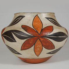 southwest laguna - Google Search Southwestern Art, Southwest Decor, Native American Pottery, Native American Art, Pottery Painting Designs, Pueblo Pottery, Pottery Sculpture, American Indian Art, Bottle Painting
