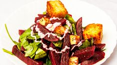 Today's recipe is a delicious combo of beetroot, bread and chickpeas, mixed into a salad.