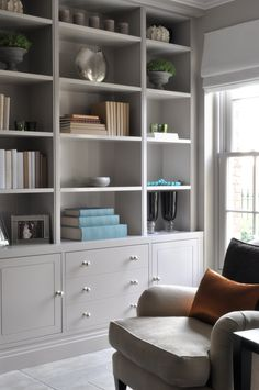 Interior Living Room Design Trends for 2019 - Interior Design Dresser In Living Room, Living Room Shelves, Living Room Storage, Home Living Room, Interior Design Living Room, Living Room Furniture, Living Room Designs, Living Room Decor, Built In Cupboards Living Room
