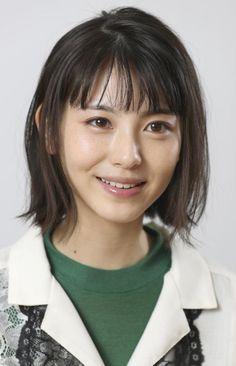 注目女優・浜辺美波の予想の斜め上を行く超絶「不思議ちゃん」キャラ (1/2) 〈dot.〉|AERA dot. (アエラドット) Japanese Makeup, Japanese Beauty, Beautiful Asian Girls, Beautiful Pictures, My Beauty, Hair Beauty, Prity Girl, Romantic Photography, Cute Japanese Girl