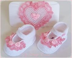 Birth baptism baby shoes girl slippers of ballerinas white pink Booties Crochet, Crochet Shoes Pattern, Baby Shoes Pattern, Crochet Baby Boots, Crochet Baby Sandals, Crochet Baby Clothes, Crochet Slippers, Love Crochet, Crochet For Kids
