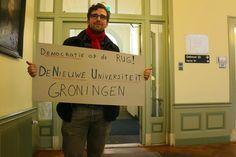 Ook Groningse studenten boos op universiteitsbestuur. Tijdens een vergadering van de universiteitsraad van de RUG kondigden Groningse studenten aan dat vanaf vandaag de actiegroep Nieuwe Universiteit van Groningen is opgericht. Dit naar aanleiding van de bezetting van het Amsterdamse Maagdenhuis.