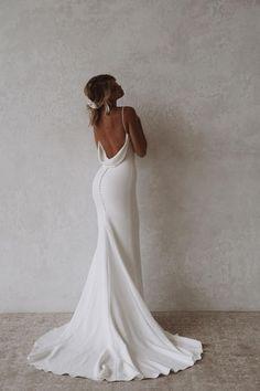 Wedding Dress Low Back, Classic Wedding Dress, White Wedding Dresses, Wedding Dress Trends, Bridal Dresses, Wedding Gowns, Unique Wedding Dress, Timeless Wedding, Before Wedding