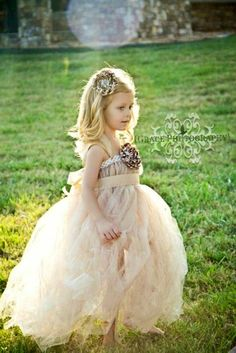 I squee! I could totally make a Flower Girl Dress like this out of reclaimed tulle scraps and stuff!