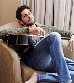 Here are the pictures from the latest photoshoot of Sidharth Malhotra & Parineeti Chopra. Both the actor are looking so cute in the picture, both of them are last seen in Bollywood movie Hasee Toh Phasee. Indian Celebrities, Bollywood Celebrities, Indian Star, Indian Male, Man Photography, Lifestyle Photography, Parineeti Chopra, Bollywood Stars, Films