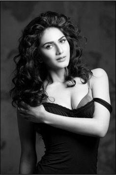 Vaani Kapoor Hot and Sizzling Bikini Pics Check more at http://cinebuzz.org/pics/bollywood-unsensored/vaani-kapoor-hot-and-sizzling-bikini-pics/