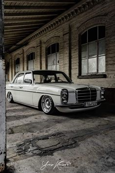 Classic Car News – Classic Car News Pics And Videos From Around The World Mercedes W114, Mercedes Benz Coupe, Old Mercedes, Classic Mercedes, Custom Mercedes, Old School Cars, Luxury Cars, Cool Cars, Dream Cars
