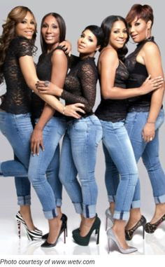 The Braxton sisters from left to right they are Tamar (the youngest), Towanda, Toni (the oldest), Trina and Traci Braxton.
