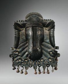 "Pendentif en ""bronze"", Edo, Royaume de Benin, Nigeria | lot | Sotheby's"