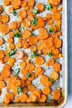 You haven't lived until you've tried these Garlic Parmesan Roasted Carrots! So much flavor in just one bite! These roasted carrots are loaded with parsley, parmesan, and garlic. Carrot Recipes, Veggie Recipes, Real Food Recipes, Baker Recipes, Healthy Recipes, Healthy Eats, Keto Recipes, Carrots In Oven, Kitchen