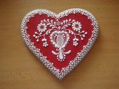 48331 • Srdce s ľudovým motívom  - klikni pre väčšiu veľkosť Lace Cookies, Heart Cookies, Valentines Day Cookies, Christmas Cookies, Russian Folk Art, Wedding Cookies, Sugar Art, Cake Art, Creative Inspiration