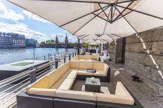 Spreeterrasse der Capitol Yard Golf Lounge für Hochzeitsfeier am 11. Juni 2016.