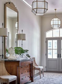 Timeless entryway design timeless: entryways & halls in 2019 Decor Interior Design, Interior Decorating, Living Room Designs, Living Spaces, Entry Way Design, Beautiful Houses Interior, Foyers, Modern House Design, Entryway Decor