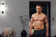 Daniel Craig has joked that he is topless throughout most of the new James Bond film, Skyfall. Director Sam Mendes has previously promised that he would deliver plenty of topless. Daniel Craig James Bond, Daniel Craig Style, Daniel Craig Body, Rachel Weisz, Estilo James Bond, James Bond Style, Daniel Graig, Best Bond, Z Cam