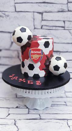 A football/soccer themed cake by Lynette Brandl, Birthday Cakes For Men, Sports Birthday Cakes, Football Birthday Cake, Football Themed Cakes, Sports Themed Cakes, Football Cakes For Boys, Soccer Cakes, Soccer Theme, Football Soccer